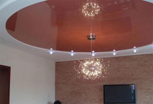 Можно ли на натяжной потолок клеить скотч. Как заклеить натяжной потолок: способы практичные и оригинальные