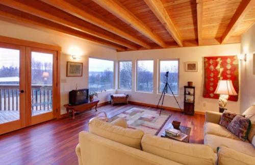 Как поднять потолок в частном доме. Как в частном доме поднять высоту потолков