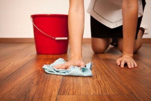 Можно ли мыть ламинат водой.