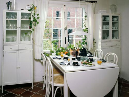 Как поставить стол на кухне. Куда поставить стол на кухне?