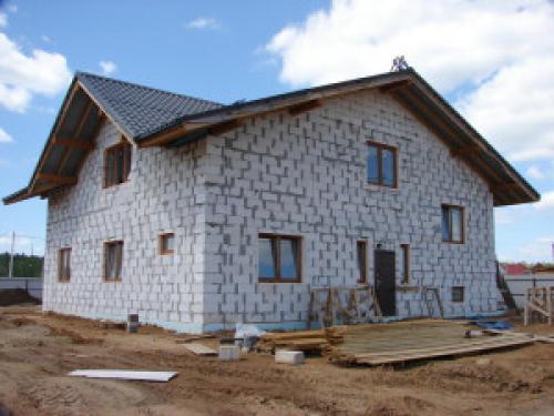 Дешевле дом из блоков или из бруса. Особенности строительства из пеноблоков