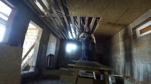 Потолок в деревянном доме из ОСБ. Варианты фиксации панелей на потолке
