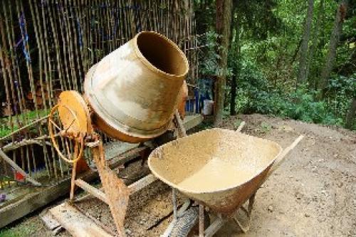 Строительство дома из глины и соломы. Строительство фундамента для дома из соломы и глины