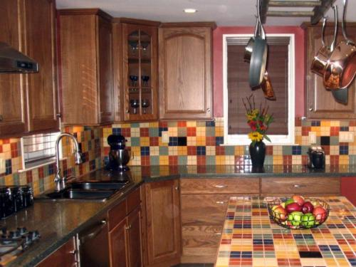 Имитация плитки на кухне. Отделка кухни кафелем: 10 модных идей