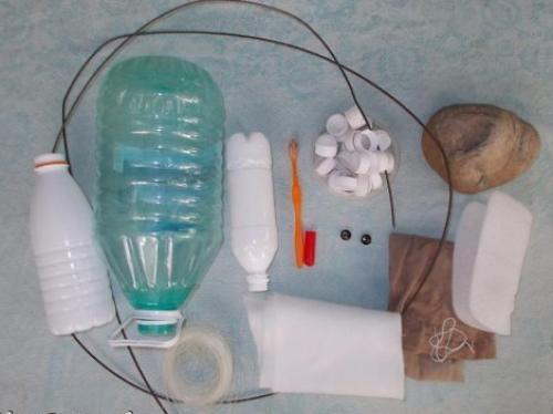 Как сделать лебедей из бутылок пластиковых. Необходимые материалы и инструменты