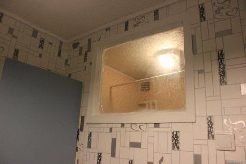 Окно в ванной комнате в хрущевке. Зачем в хрущёвках делали окно между кухней и ванной