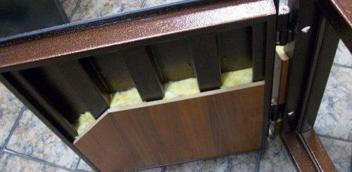 Как утеплить железную дверь. Утепление дверной коробки