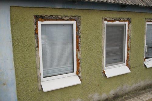 Отделка откосов пластиковых окон снаружи в деревянном доме. Как сделать наружные откосы для пластикового окна?