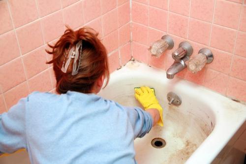 Как убрать в ванной налет. Чугун